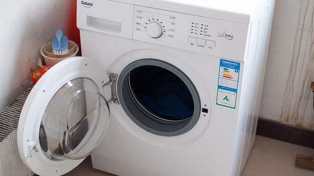 装修卧室四门衣柜选择尺寸多少合适?不同内部格局及功能的四门衣柜安装技巧介绍