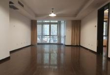 阳光上东4室1厅2卫1阳台,干净整洁,随时入住