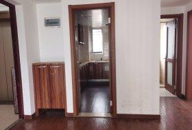 房子现在还有租客 但是看房的话6点以后或者周六日都可以看