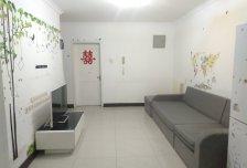 免中介费,东西向两居室72平有电梯。半年付优惠两月房租。
