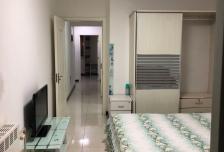 2室0厅1卫1阳台4000元/月,封闭小区,随时入住