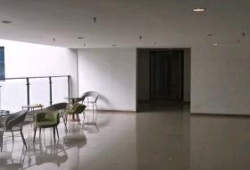 精装带家具 大开间 有直达电梯 有赠送阳台可使用