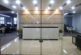 二房东 3隔间1会议室 46工位 精装带家具 朝南 电梯口