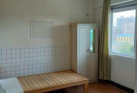 单间有管理,有光线好,有空调、热水器、床,仅租500